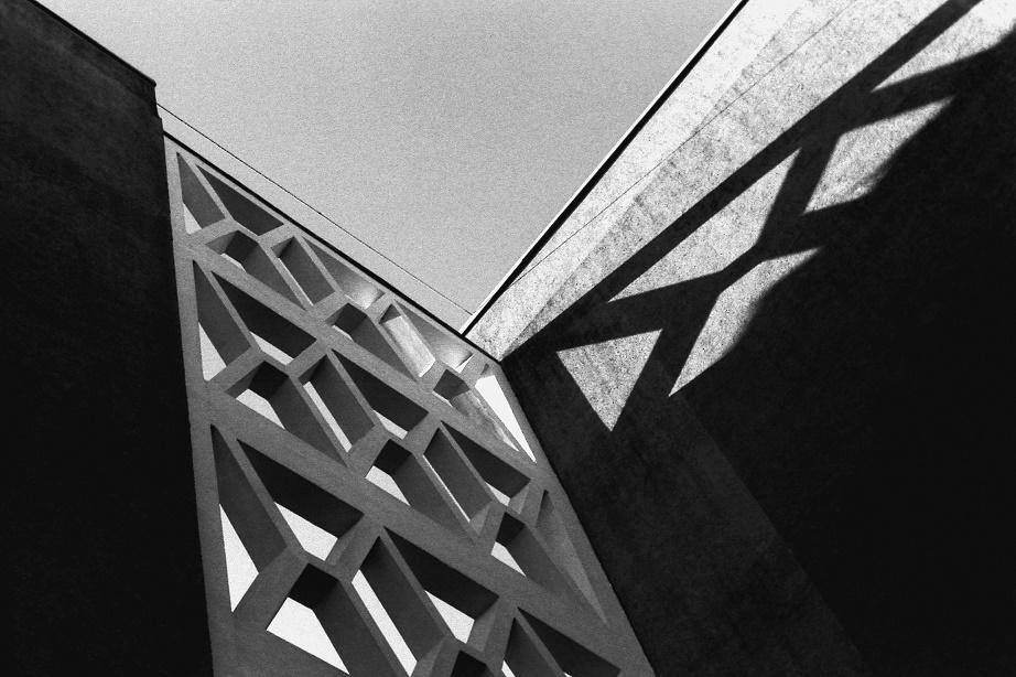 Betonformsteine im Plattenbau: Greifswald im Jahr 2016 durch die Kamera der Studentin des Caspar-David-Friedrich-Instituts (Bild: Lilly Eikermann)