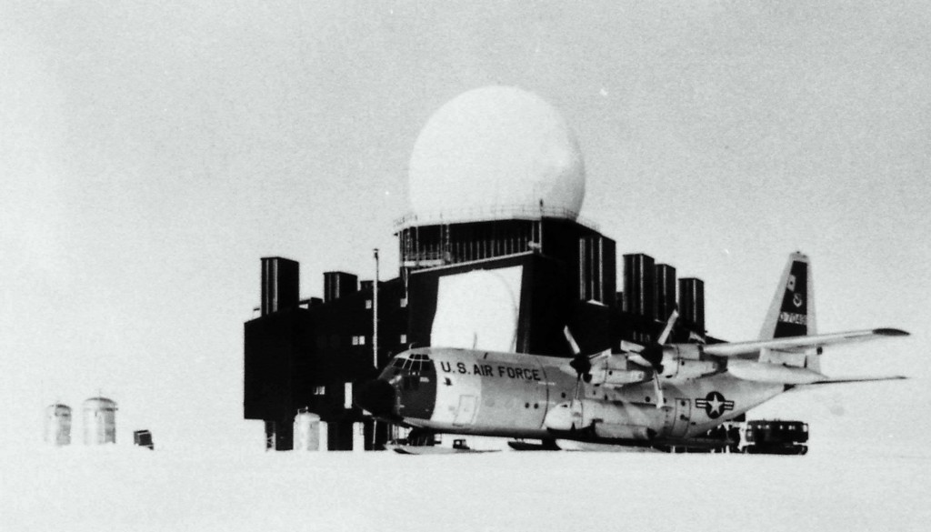 Grönland, Distant Early Warning radar (Bild: United States Air Force (scanned from own archive), via Wikimedia Commons)