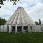 Halle (Saale), aktueller Zustand der kegelförmigen Kuppel-Konstruktion des Planetariums auf der Peißnitzinsel, Fotoaufnahme 2015 (Bild: Tanja Scheffler)