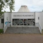 Halle (Saale), aktueller Zustand des Eingangsbereichs des Planetariums auf der Peißnitzinsel, Fotoaufnahme 2015 (Bild: Tanja Scheffler)