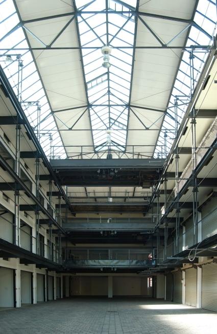 Aufzugparken: Großgarage Halle