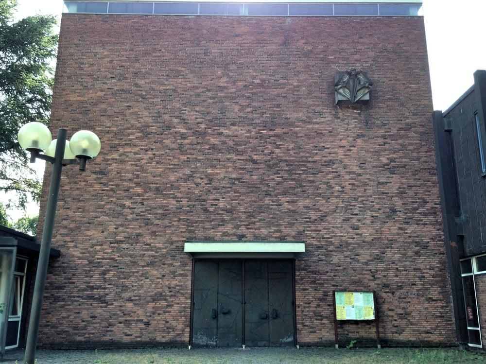 Hamburg-Harburg, Dreifaltigkeitskirche (Bild: Doreen B., 2014, via yelp)