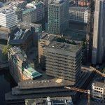 Hamburg-Innenstadt, Blick auf das ehemalige Allianz-Haus (im Vordergrund) und das ehemalige Haus der Kirche (links dahinter) (Bild: Dirtsc, CC BY SA 3.0)