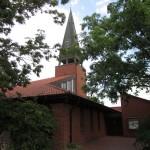 """Eine der vier nach 1980 entstandenen Kirchen, die für eine spätere Bewertung """"vorgemerkt"""" wurden: Hannover-Davenstedt, St. Johannes (Karl-Heinz Mutz, 1989) (Bild: Gerd Fahrenhorst, GFDL oder CC BY 3.0)"""