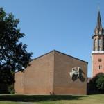 Unter den 11 geschützten Nachkriegskirchen: Hannover-Linden, St. Martin (neugotischer Turm mit modernem Schiff von Dieter Oesterlen aus dem Jahr 1957) (Bild: AxelHH, via Wikimedia Commons)