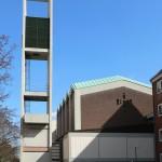 """Entwidmung und geänderte Weiternutzung: Hannover-Südstadt, Athanasiuskirche (1964, entwidmet 2013, weiterhin genutzt für Gemeindeveranstaltungen bzw. als """"Haus der Religionen"""", kein Denkmalschutz) (Bild: AxelHH, via Wikimedia Commons)"""