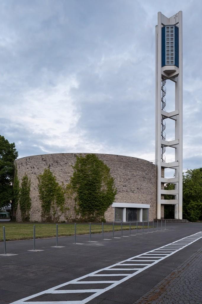 Unter den 11 geschützten Nachkriegskirchen: Hannover-Südstadt, Bugenhagenkirche (Werner Dierschke, 1962) (Bild: Christian A. Schröder, CC BY SA 4.0)