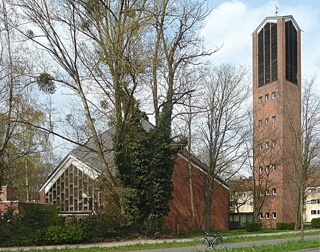 Unter Denkmalschutz, seit 2012 entwidmet: Hannover-Stöcken, Corvinuskirche, Außenbau (Bild: Klaus Littmann, CC BY SA 3.0)