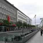 Hannover, Bahnhofstraße mit Niki-de-Saint-Phalle-Promenade, 2009 (Bild: R. Dorn)