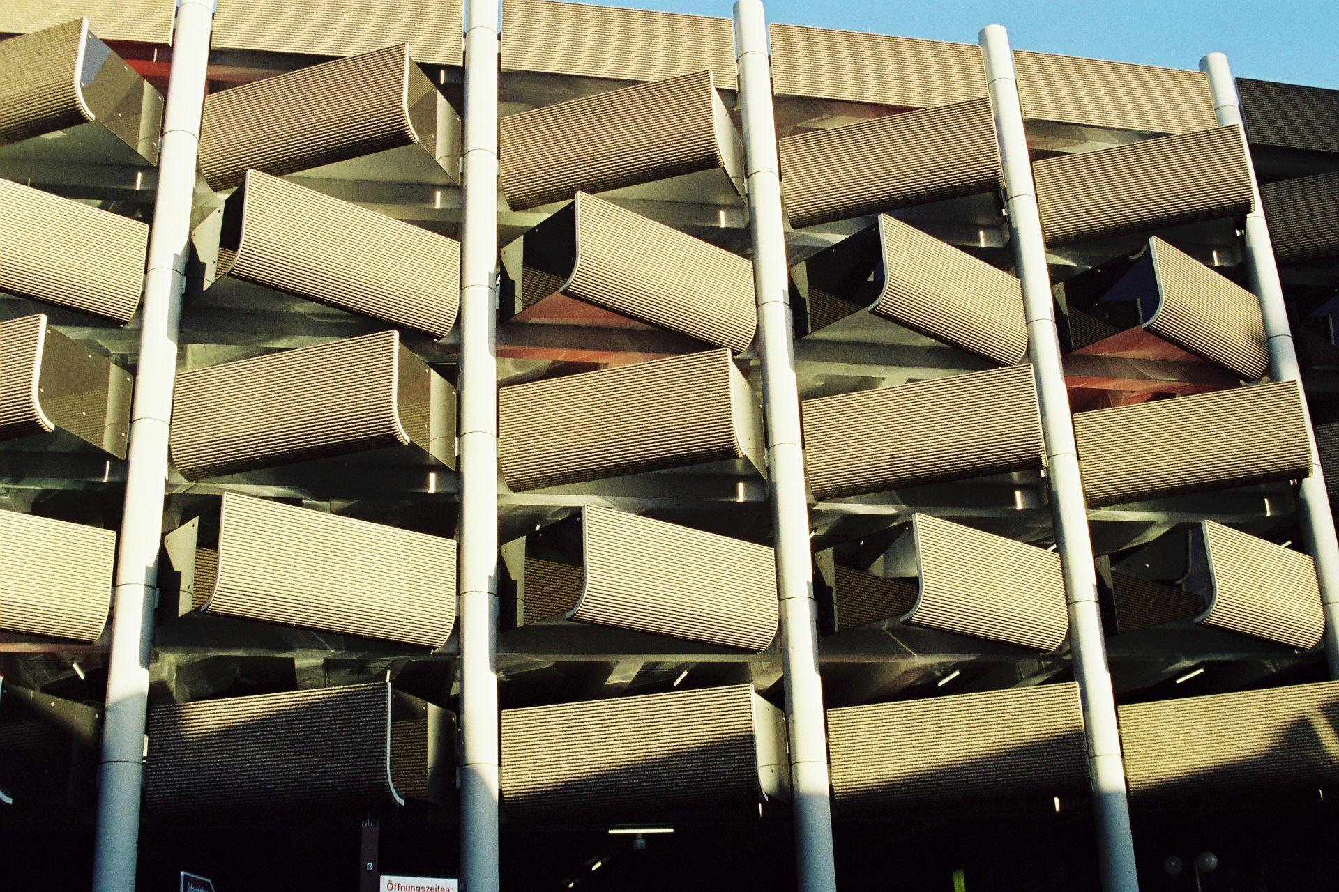 HANNOVER: Parkplatz mit Ost-, äh Westblick