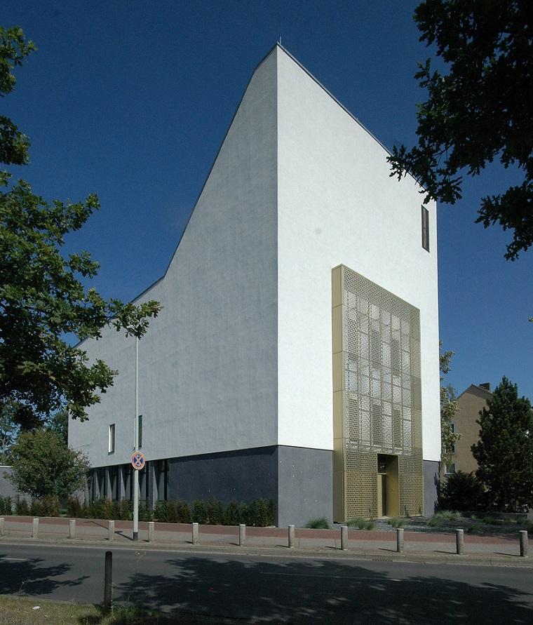 Die ehem. Gustav-Adolf-Kirche wurde auch nach außen sichtbar zur Etz-Chaim-Synagoge (Bild: U. Knufinke)