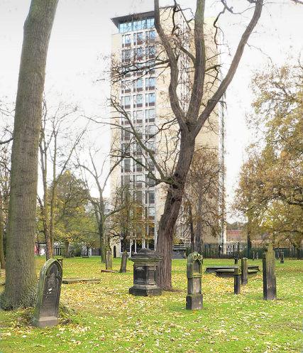 Hannover, Reste des Neustädter Friedhofs zwischen Innenstadtring und Conti-Hochhaus (Bild: Axel Hindemith, PD)