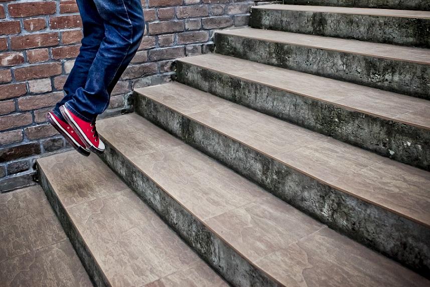 """Her flying red shoes"" (Bild: Faisal Akram)"