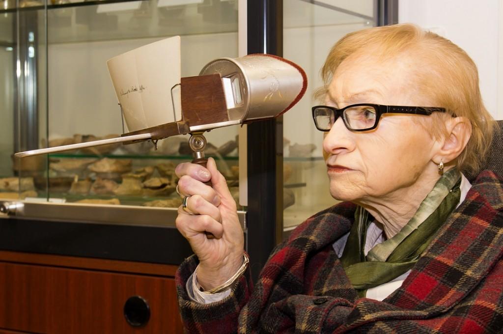 Historisches Stereoskop mit eingesteckter Karte (Bild: O. Böhm)