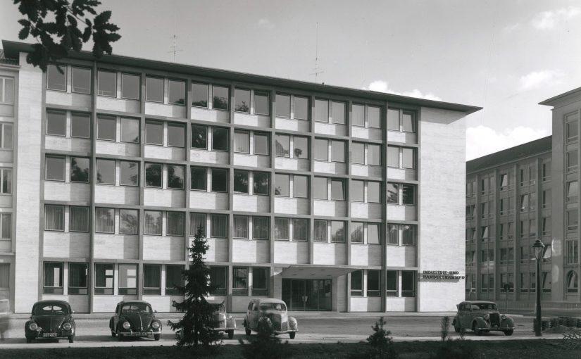 Karlsruhe, IHK-Verwaltungsgebäude, Backhaus & Brosinsky (Foto: wohl Erich Bauer, Karlsruhe, wohl Mitte der 1950er Jahre; Quelle: SAAI | Archiv für Architektur und Ingenieurbau am Karlsruher Institut für Technolgie, Werkarchiv Backhaus & Brosinsky)