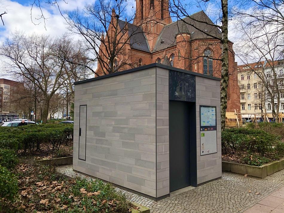 """""""Fuck context"""", würde Rem Koolhaas bei dieser Bedürfnisanstalt wohl sagen (Bild: Pablo von Frankenberg)"""