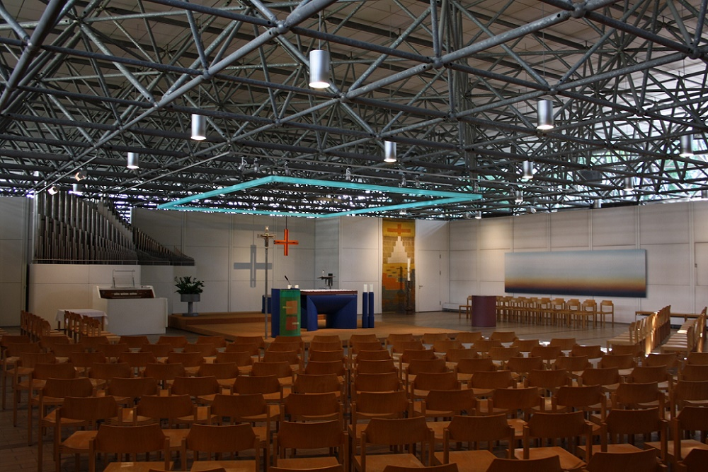 München, Ökumenisches Zentrum im Olympiadorf, katholischer Kirchenraum (Bild: Philipp Stoltz)
