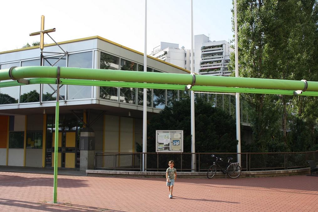München, Ökumenisches Zentrum im Olympiadorf, Zugang zum katholischen Bereich (Bild: Philipp Stoltz)