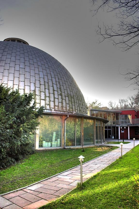 Jena, Zeiss-Planetarium (Bild: Thiemi, CC0)