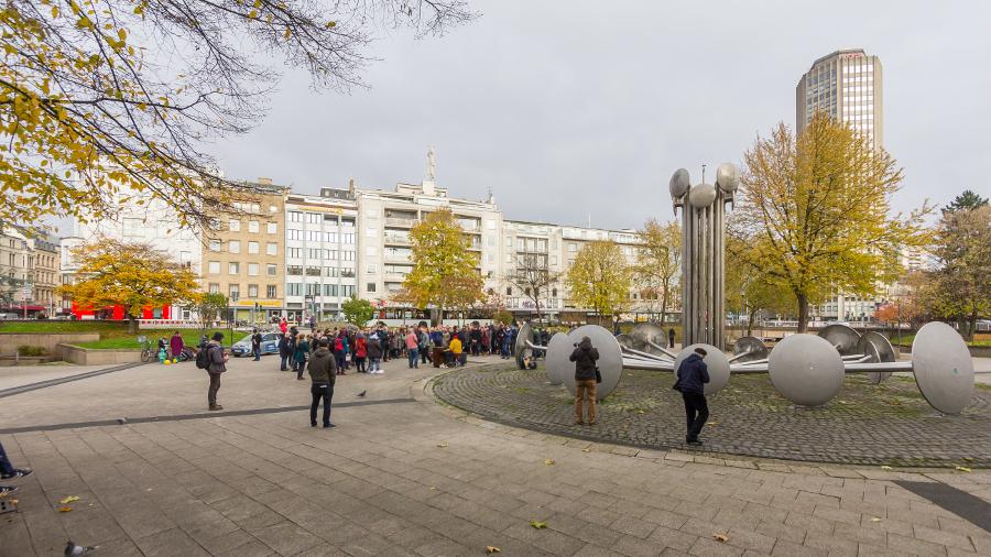 "Köln, Ebertplatz, Videodreh von ""Erdmöbel"" und Judith Holofernes (Bild: (C) Raimond Spekking, CC BY SA 4.0, via wikimedia commons, 2017)"