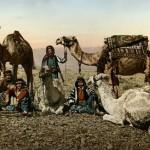 Karawanenrast in der Wüste (Foto: Maison Bonfils, um 1890, Photochrom: um 1895, Copyright: G.-Dalman-Institut)