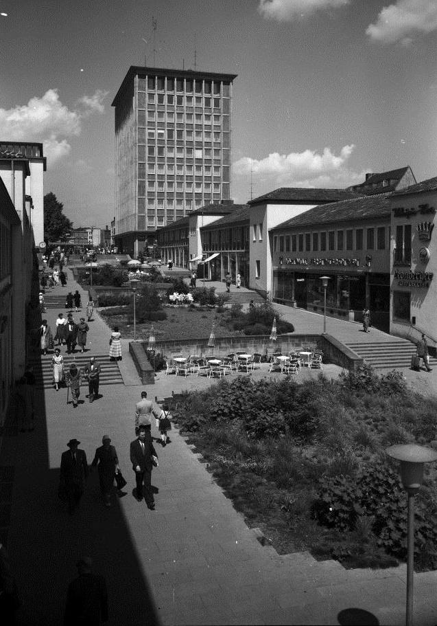 Kassel, Treppenstraße: Blick vom Florentiner Platz über den Ständeplatz zum Hauptbahnhof (Bild: Günther Becker, 1950er Jahre)