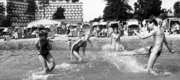 Klink, Urlaubersiedlung an der Müritz (Bild: Bundesarchiv Bild_183-1985-0826-019, Foto: Benno Bartocha, 1985)