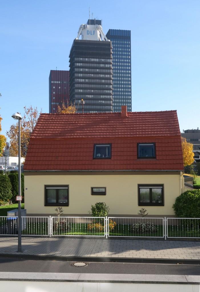Der Wolkenkratzer fällt, die Bürgeridylle bleibt (Bild: Uta Winterhager, Köln, Deutsche Welle)