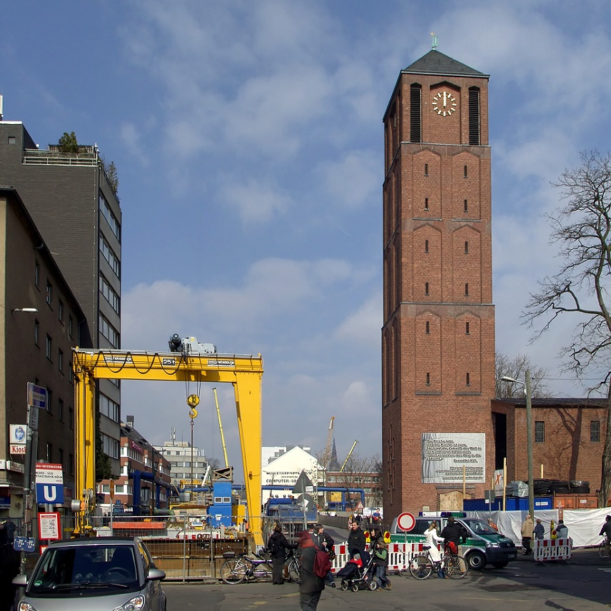 Köln, St. Johann Baptist während der U-Bahn-Bauarbeiten, 2009 (Bild: Raimond Spekking, GFDL oder CC BY SA 3.0)
