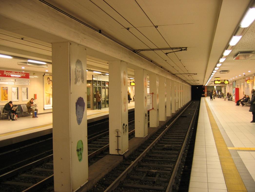 "Köln, U-Bahnstation ""Appellhofplatz"", Bahnsteig (Bild: A. Savin, CC BY SA 3.0)"