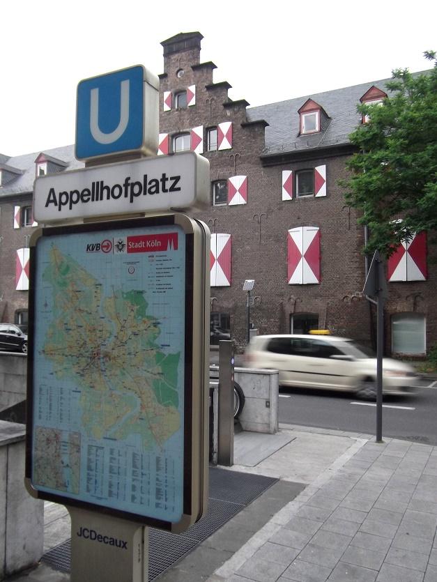 """Köln, U-Bahnstation """"Appellhofplatz"""", Zugang (Bild: CC0)"""