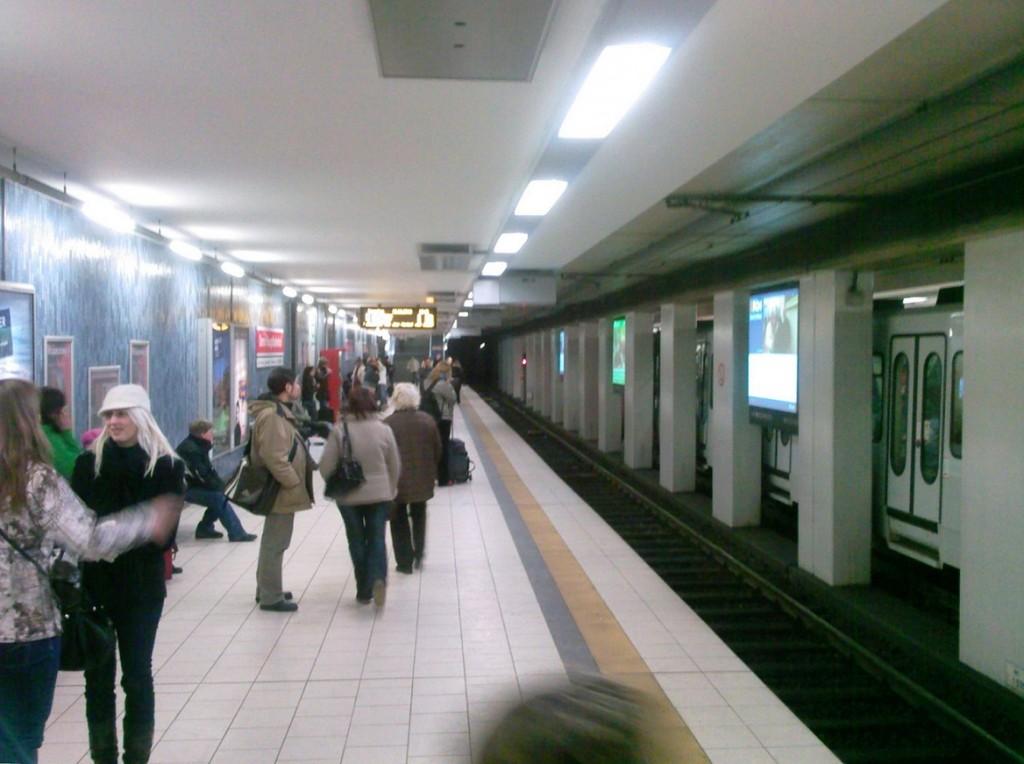 "Köln, U-Bahnstation ""Dom/Hauptbahnhof"", Bahnsteig (Bild: ZH2010, CC BY SA 3.0 oder GFDL)"