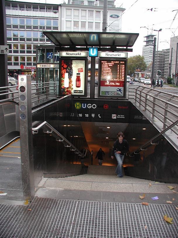 """Köln, U-Bahnstation """"Neumarkt"""", Zugang (Bild: Willy Horsch, GFDL oder CC BY 3.0)"""