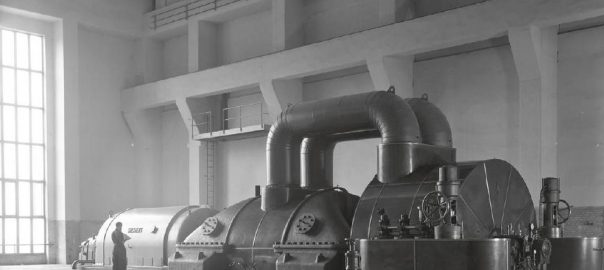 """Plakatmotiv der Ausstellung """"Konstruktion im Blick. Ursula Becker-Mosbach. Fotografie 1950-1970"""" der Hamburgische Ingenieurkammer-Bau und des Hamburgischen Architekturarchivs (Bild: Ursula Becker-Mosbach)"""