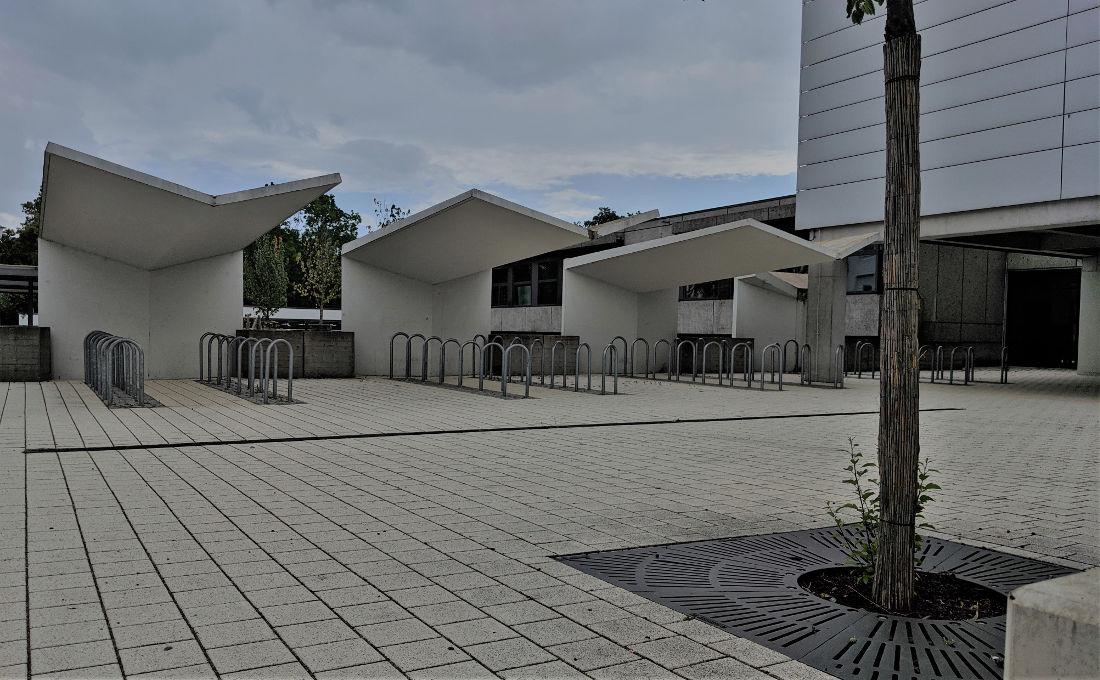 Bad Friedrichshall, Mittelschule, Fahrradüberdachung (Bild: Maximilian Kraemer)