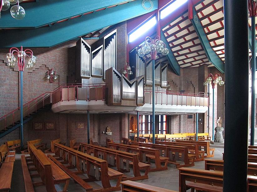 Langen, Albertus-Magnus-Kirche (J. Kepser, 1985) (Bild: K. Berkemann)