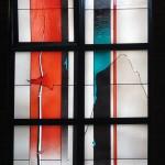 Langen, Albertus-Magnus-Kirche (J. Kepser, 1985), Fenstergestaltung von Johannes Schreiter (Bild: K. Berkemann)