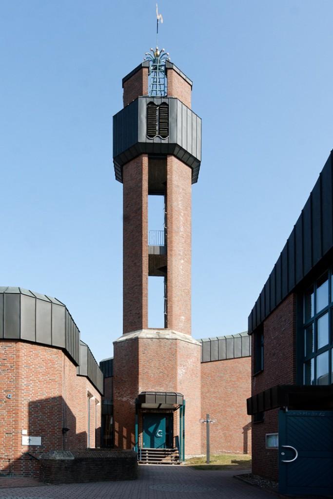 Langen, Albertus-Magnus-Kirche (J. Kepser, 1985) (Bild: E-W, CC BY SA 3.0)