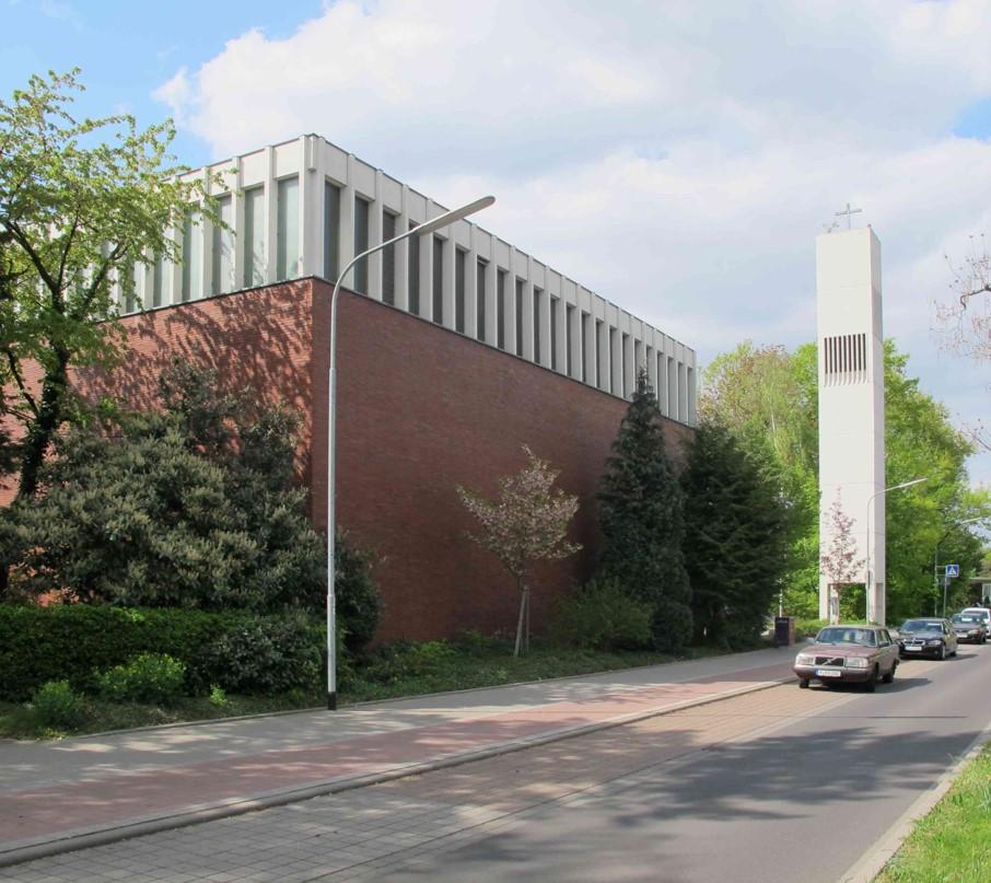 Langen-Oberlinden, Martin-Luther-Kirche (H. G. Heimel, 1963) (Bild: K. Berkemann)