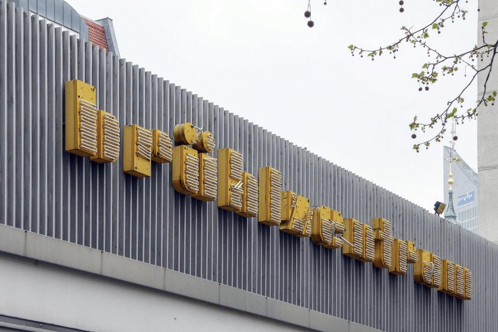 Leipzig, Werbe-Schriftzug (Bild: Martin Maleschka)