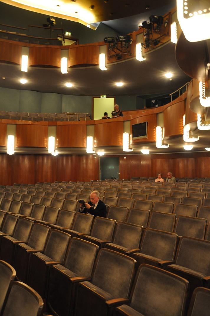 Linz, Landestheater, Zuschauerraum (C. Holzmeister, 1958) (Bild: Andreas Praefcke, CC BY 3.0)