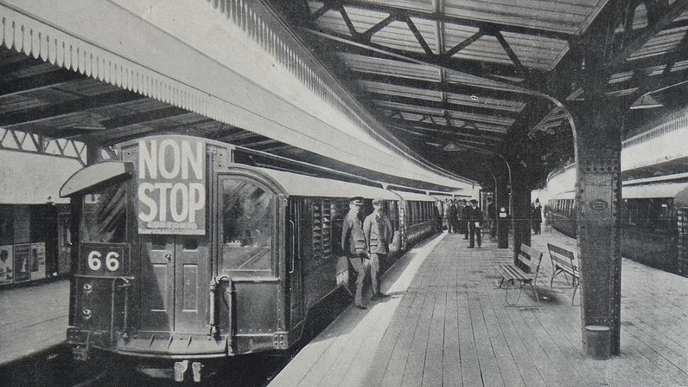 London baute 1863 die erste U-Bahn – hier im laufenden Betrieb im Jahr 1911 (Bild: British Transport Commission (Railway Magazine June 1954))