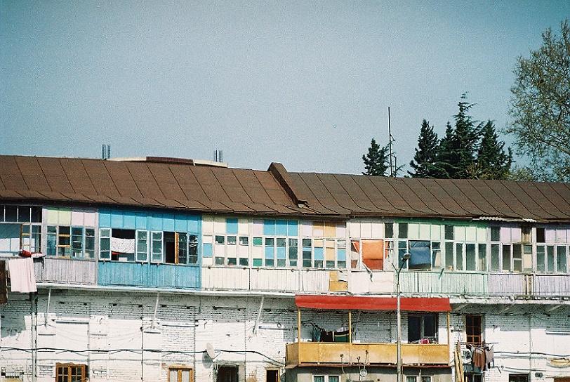 Magda Lobjanidze: Häuserzeile (Foto: © Zuka Chachanidze)