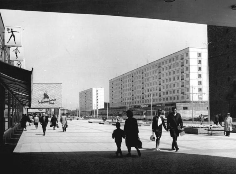 Magdeburg, Karl-Marx-Straße, Fußgängerzone, 1965 (Bild: Bundesarchiv Bild 183-D0524-0010-002, CC BY SA 3.0.de, Foto: Steffen Ritter)