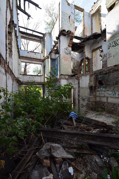 Magnitogorsk, Wohnhausruine im Ersten Quartal (Bild: Mark Escherich)