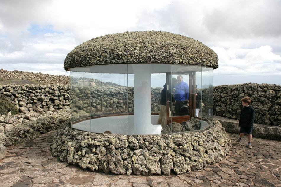 Auf dem Bildschirm wurde aus dem Aussichtspunkt Mirador del Río auf Lanzarote einfach die Vulkaninsel Aravanadi (Bild: Frank Vincentz, GFDL oder CC BY SA 3.0)