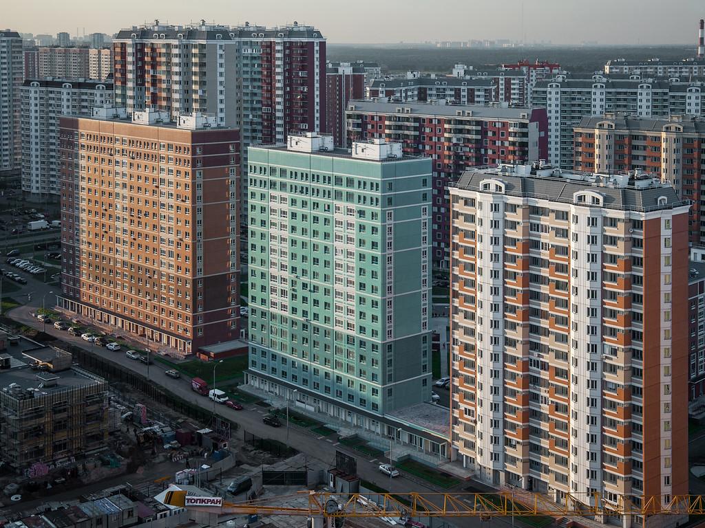 Moskau, Wohnungsbauserien DOMRIK und DOMNAD, 2014-15 (Foto: © Denis Esakov)