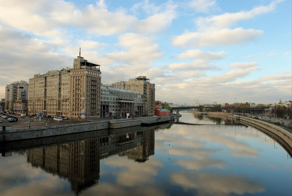 Moskau, Haus an der Uferstraße (Bild: Vtorou, CC BY SA 4.0)