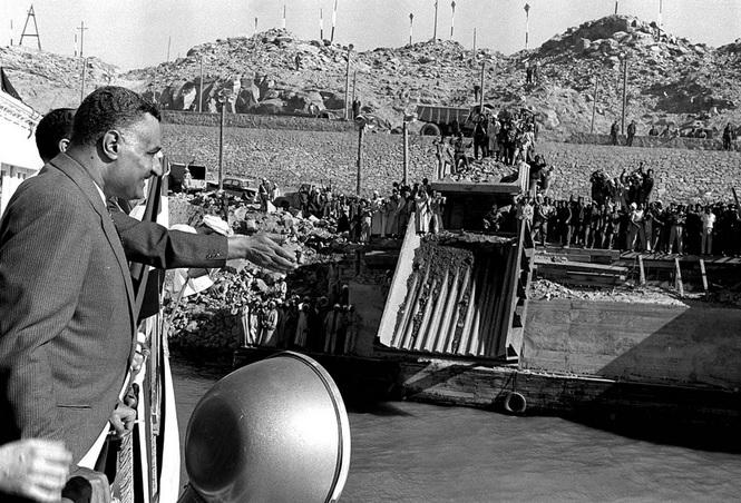 Nasser, Assuan-Staudamm, 9. Januar 1960 (Bild: Bibliotheca Alexandrina, 1960)
