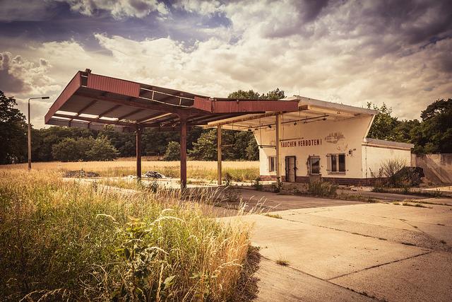 Nennhausen, ehemalige Tankstelle (Bild: Sebastian Rittau, CC BY 2.0, via flickr)